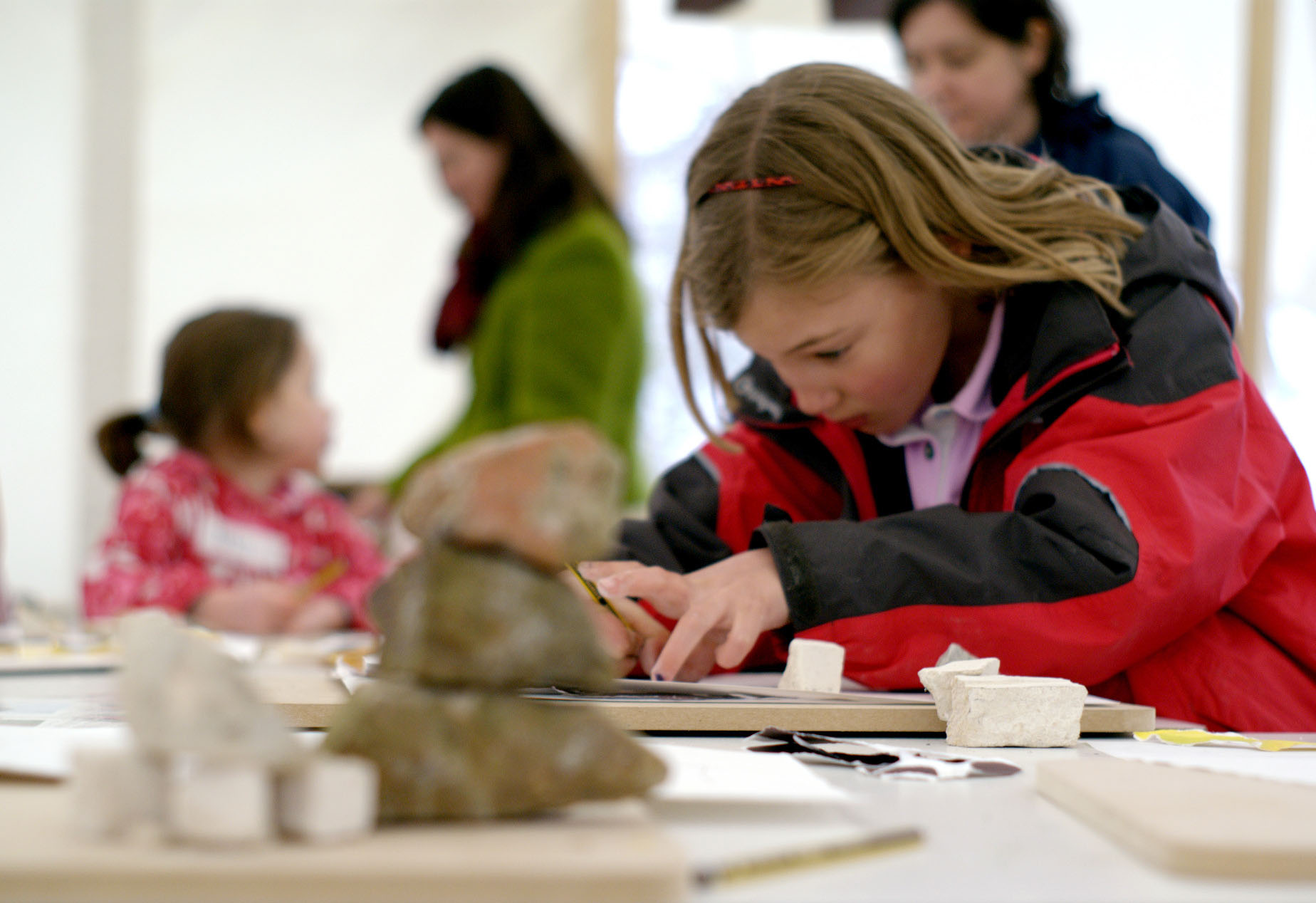 girl-drawing-yorkshire-sculpture-park-event-photography
