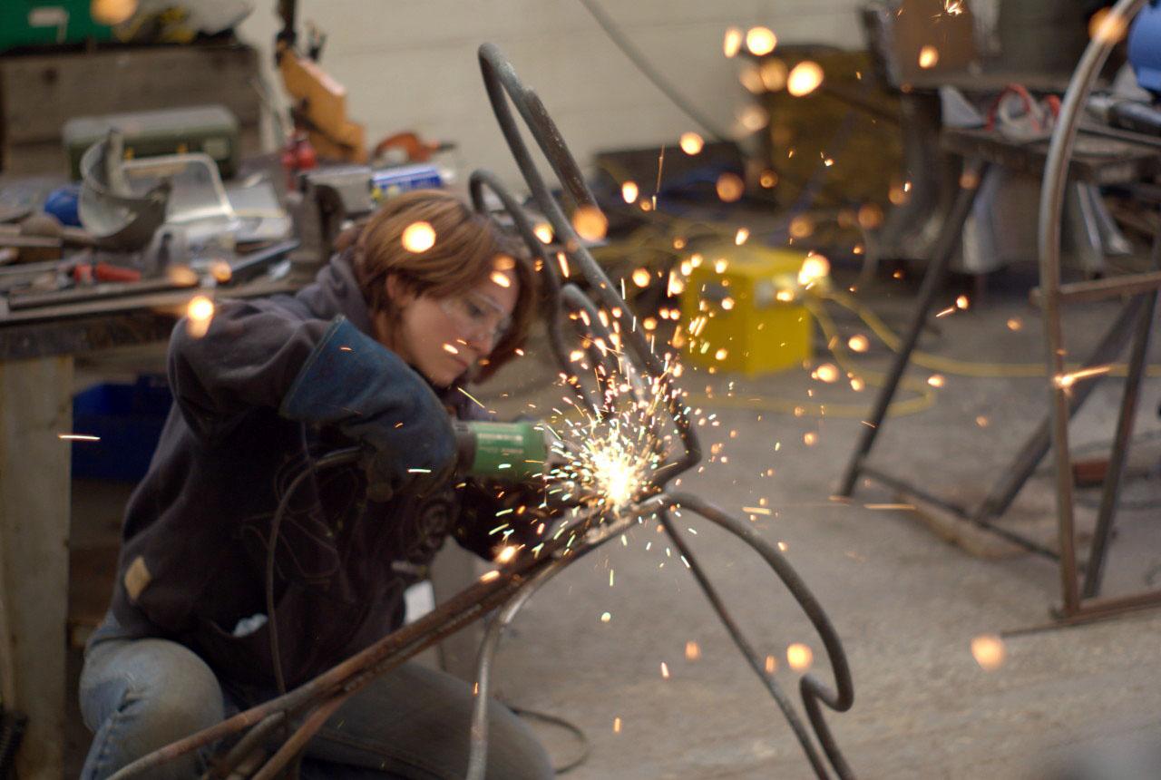 woman-metal-grinding-yorkshire-sculpture-park-photography